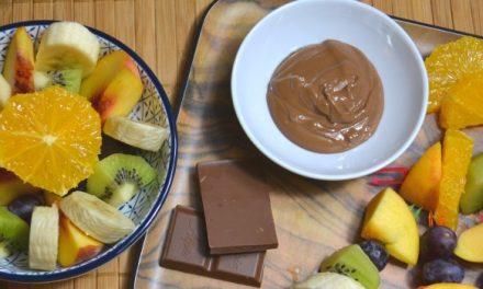 Der gesunde Nachtisch beim Grillen – Obst-Spieße für Kinder